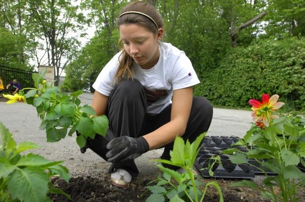 0521 Ewing Manor gardeners 2