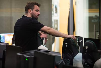 Illinois Wesleyan adding more esports; Lincoln College competing, too