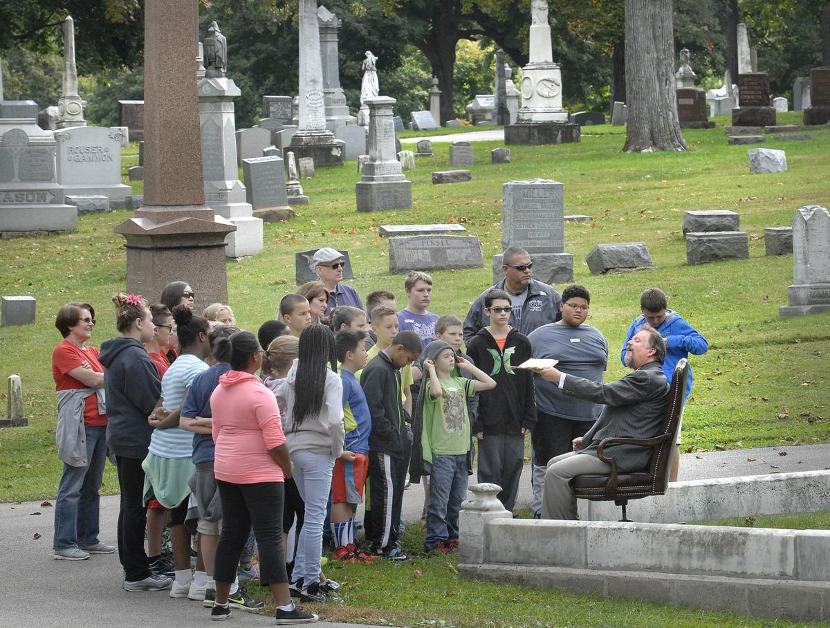 100319-blm-lif-cemeterywalk2015