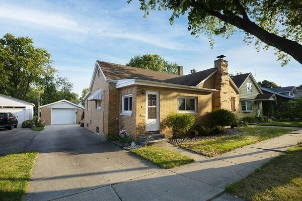 2 Bedroom Home in Bloomington - $89,900
