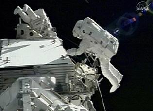 Astronauts will get 2 extra days to repair shuttle