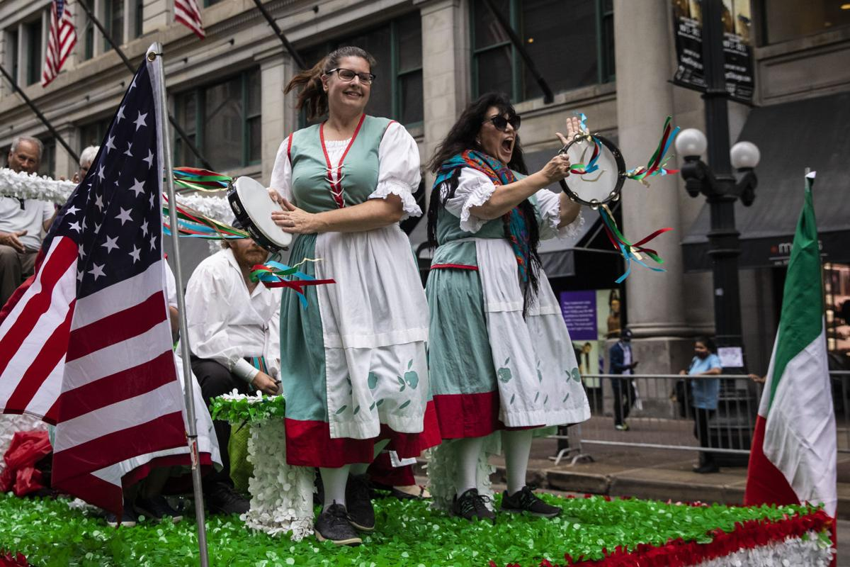 Chicago parade celebrates Columbus Day