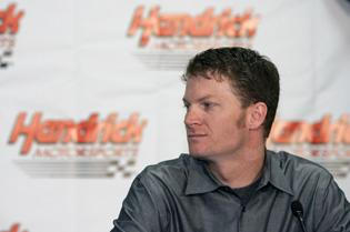 New team, plenty of questions await Earnhardt