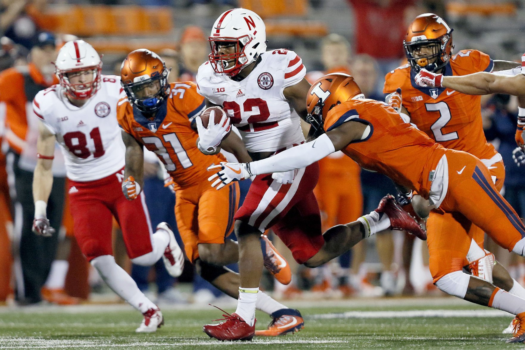 Tanner throws 3 TDs, Nebraska rolls past IL 28