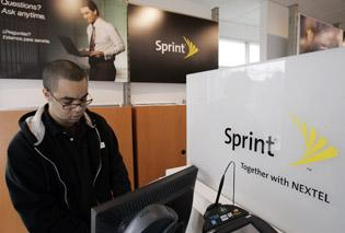 Despite prepaid lift, Sprint Nextel loss widens