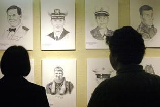 Exhibit honors Illinois war dead