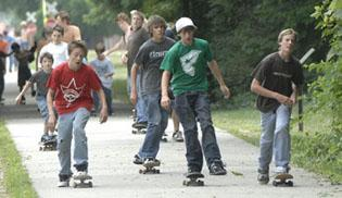 Teens turn out for skateboarding movie, event