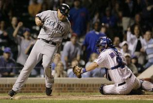 Mariners beat Cubs in 13th