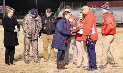 Counce accepts plaque honoring his dad