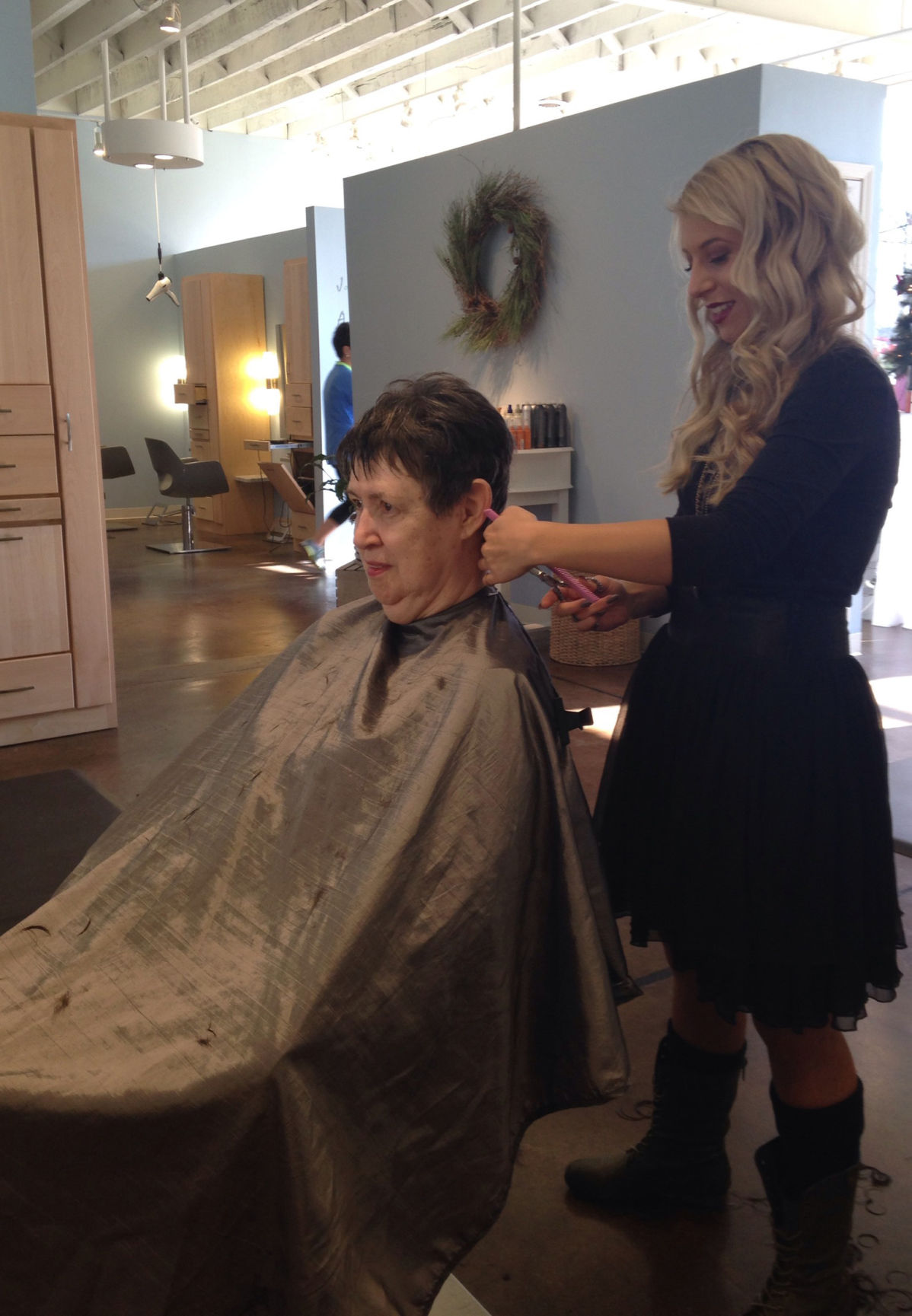 New Salon Offers More Than Just Haircuts Business Parispi