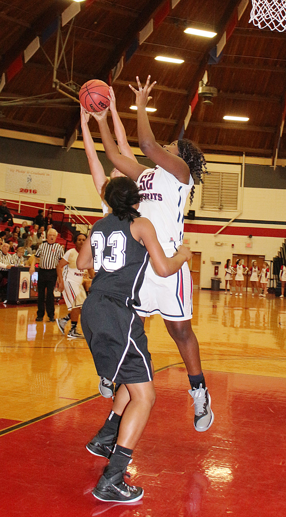 Paris tn lady patriots playing through exciting times local henry county high school sophomore natiya jumper sciox Choice Image
