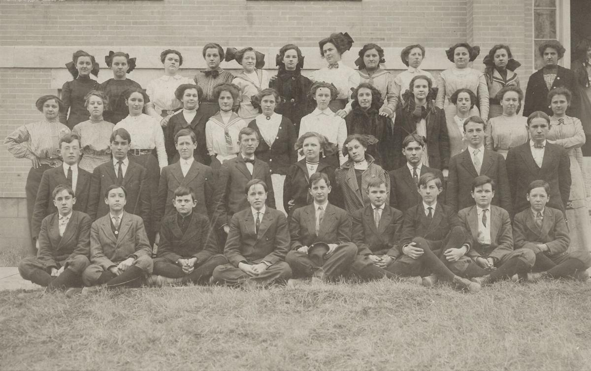Grove High School students from 1914