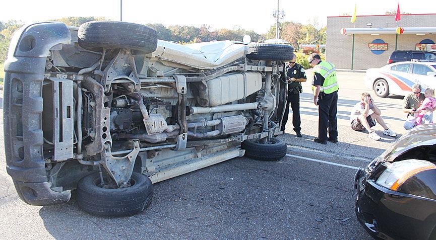 paris tn driver injured in wreck local news. Black Bedroom Furniture Sets. Home Design Ideas