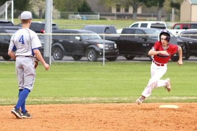 Pats hold off Bulldogs for middle school win