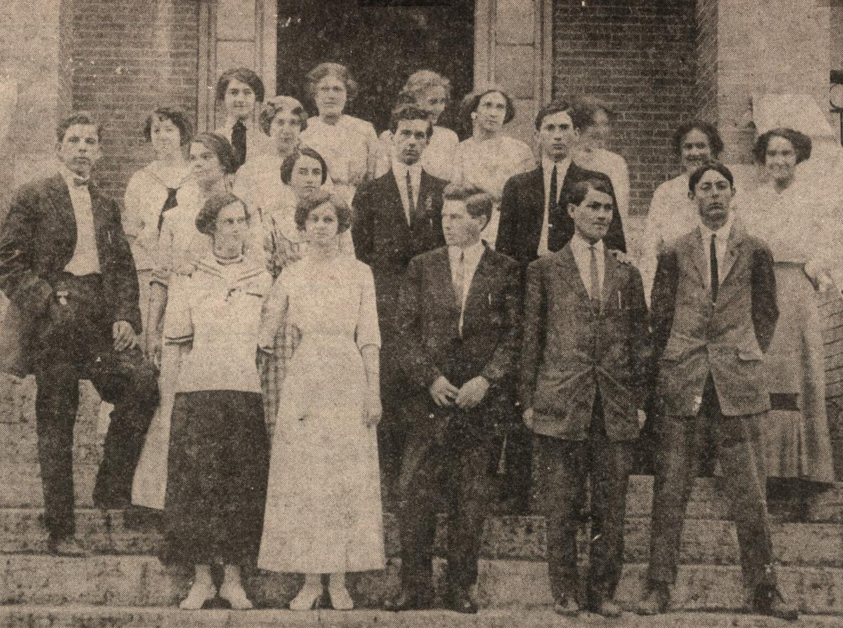 Grove High School students from 1913