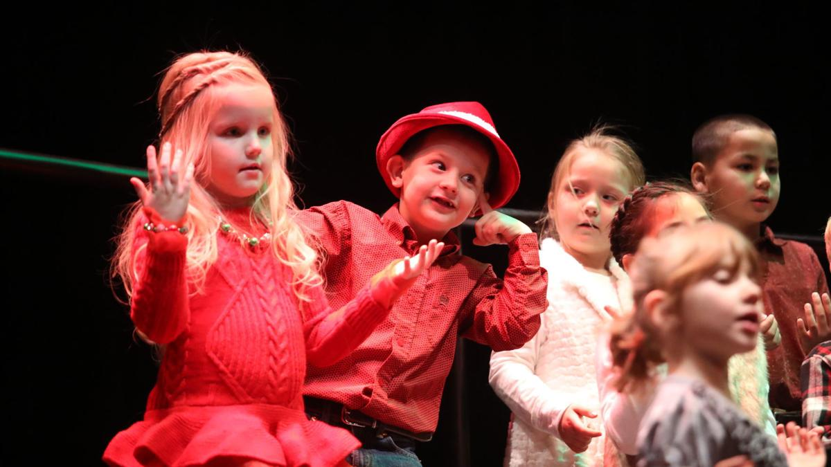 Payson Elementary School students give the gift of music
