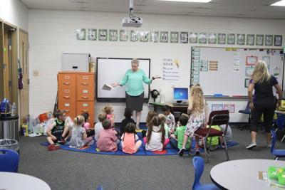 Payson Elementary School First Day Mrs. Greta Cox And Students