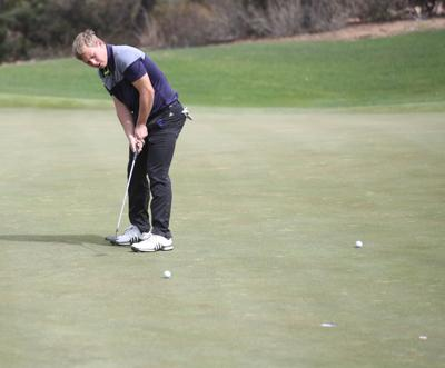 Golf 2018 Rayce Mathews Putts At Chaparral Pines
