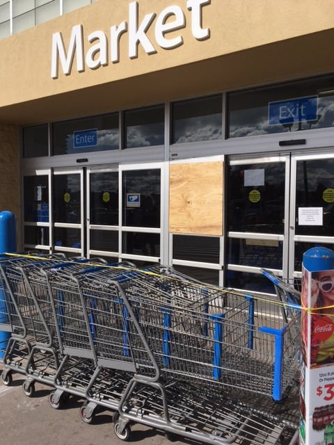 The front doors at Walmart were damaged Thursday morning. & Man hits Walmart doors | Local News | paysonroundup.com Pezcame.Com