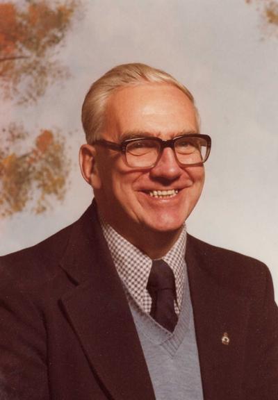 Angus (Gus) Carlyle MacLeod