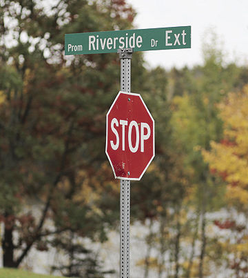Riverside Drive Extension sign