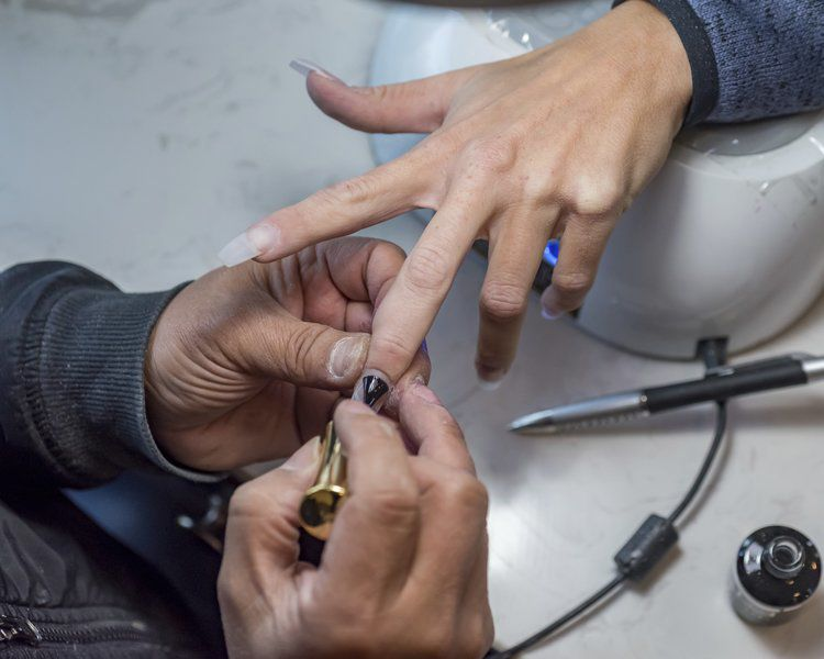 New nail salon opens downtown | Local