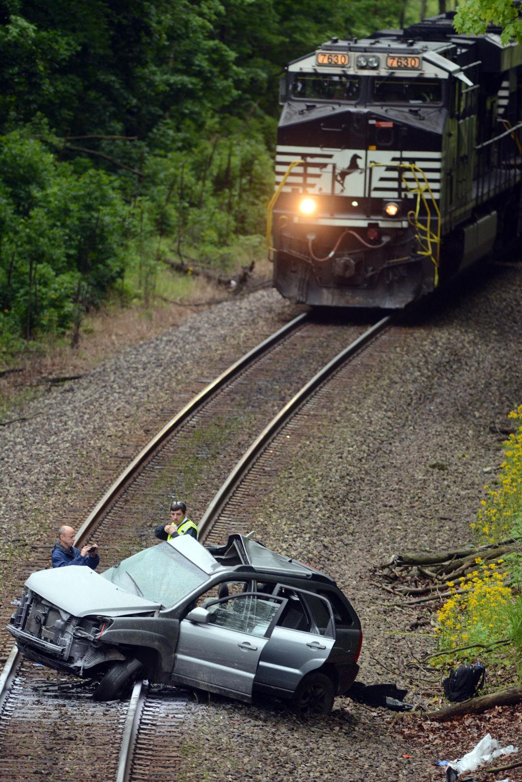 Fort Wayne Kia >> Car vs Train Crash Kills Two | News | pharostribune.com
