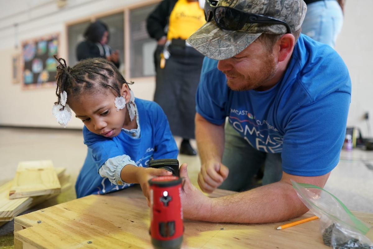 Volunteers make change happen during Comcast Cares Days