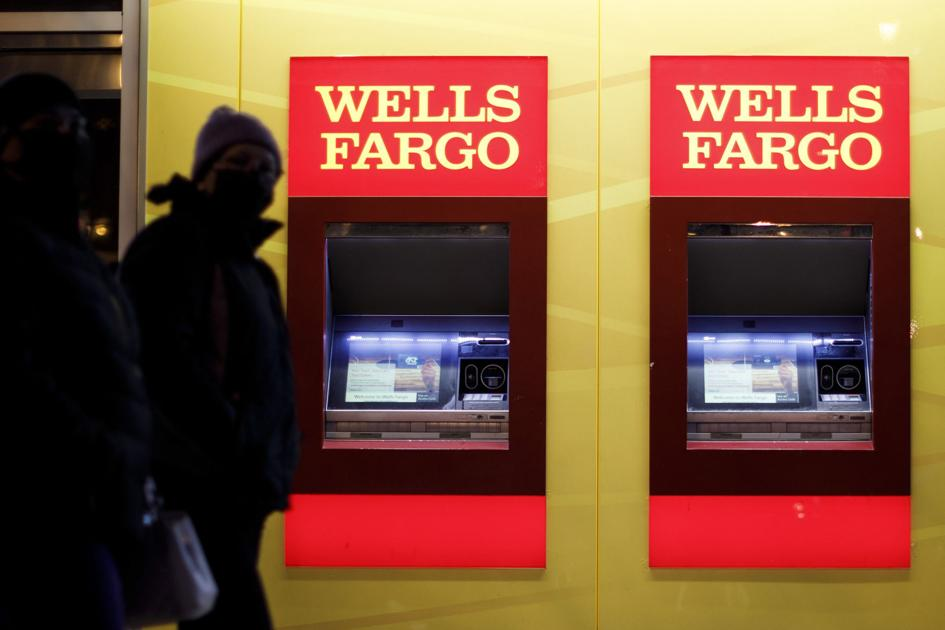 Wells Fargo struggles to escape troubled past