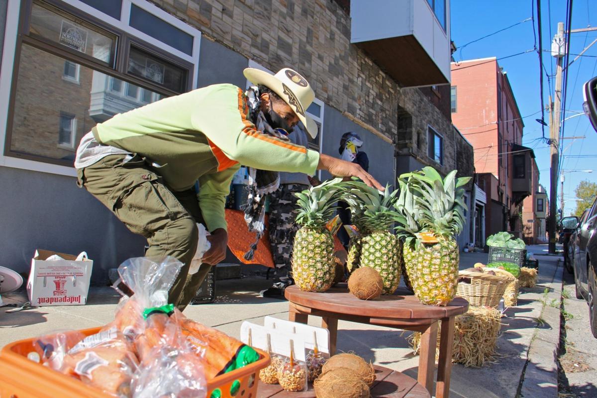 2020 09 19-e lee-derwood selby-philadelphia parrish street-new produce business pineapples