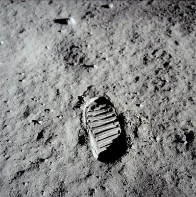 Sole of a lunar landing