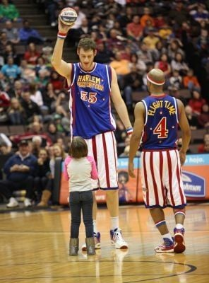 World's tallest pro leads Globetrotters