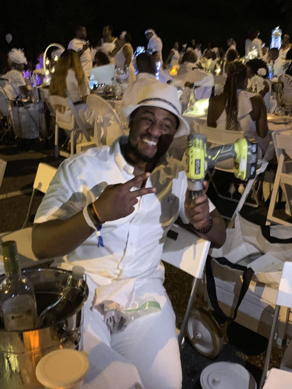 Candles, pearls and power tools ... the beauty of Dîner en Blanc