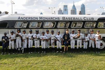 Monarchs to see country on barnstorming tour