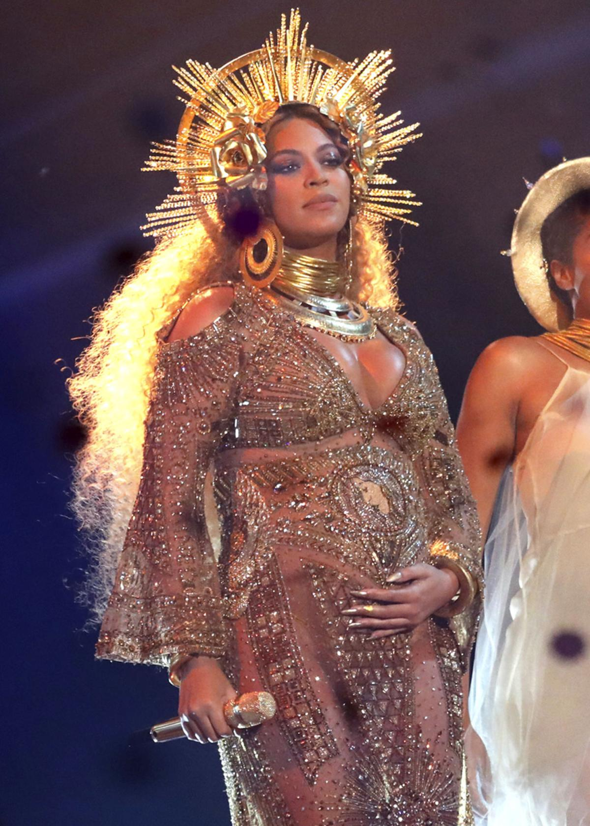 c6918d670c9 A look back at Grammy fashion through the decades