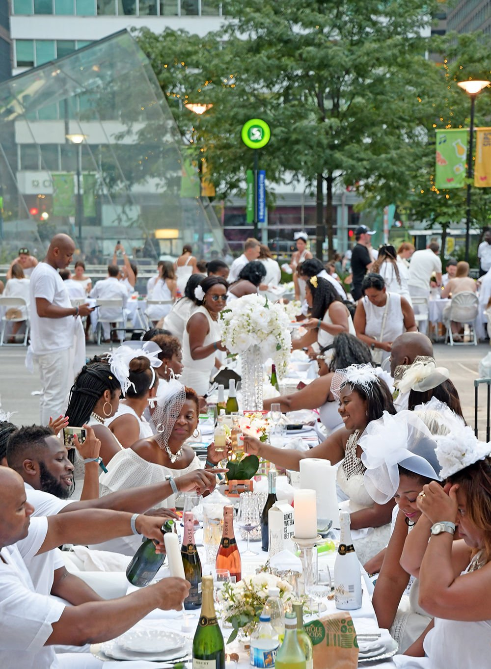 10 things to know about Dîner en Blanc