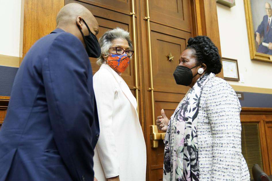 House panel votes to advance bill on slavery reparations