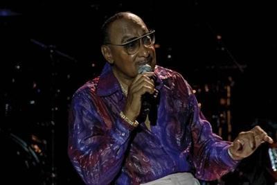 Temptations, Four Tops serve Motown melodies