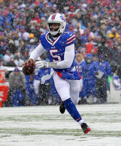 Fabulous Bills Sticking With Qb Tyrod Taylor After Reworking Contract Creativecarmelina Interior Chair Design Creativecarmelinacom