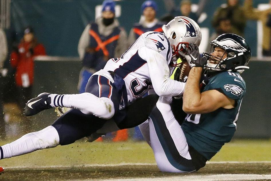 Eagles' offense stalls in 17-10 loss to Patriots