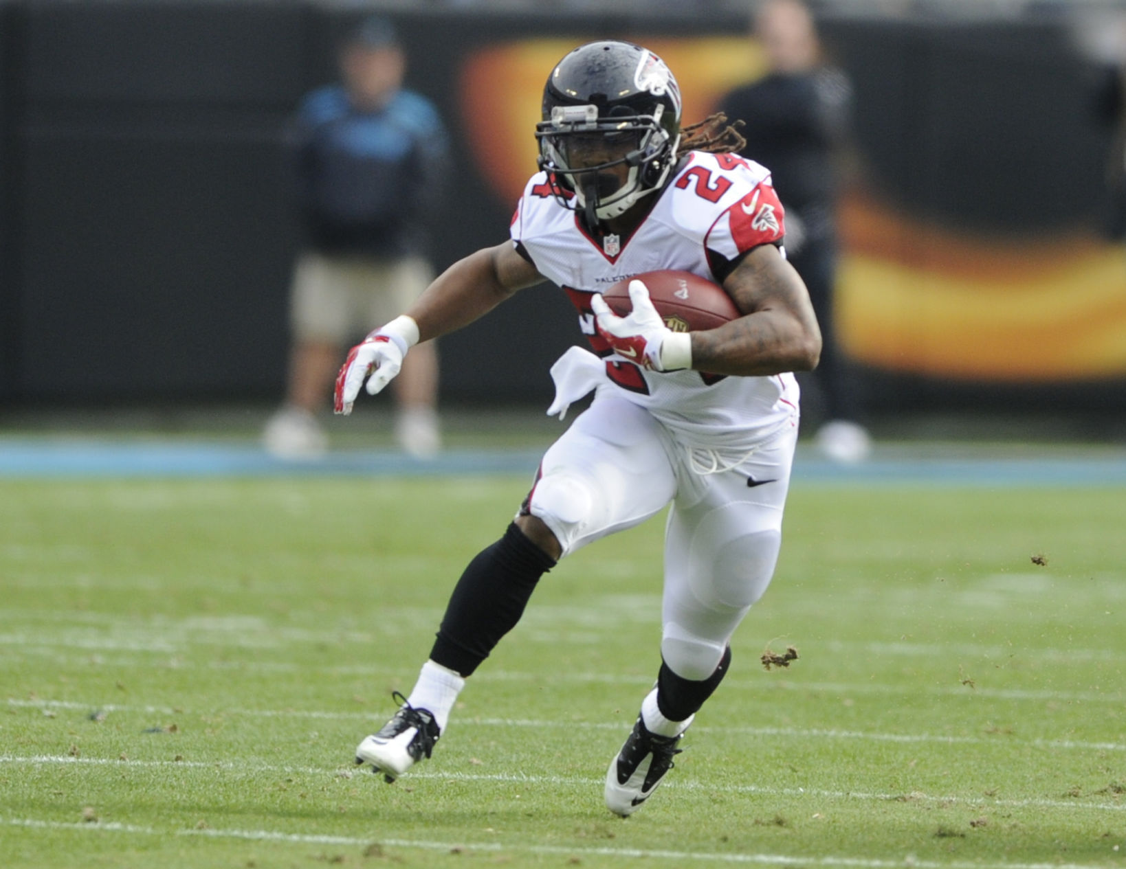 Devonta Freeman signs contract extension, becomes league's highest-paid running back