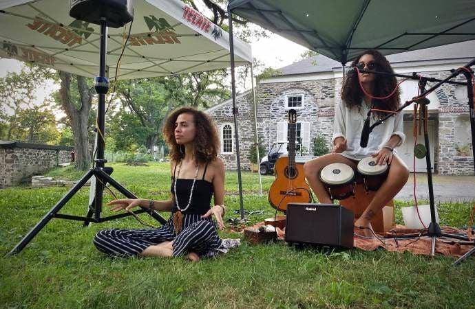 Aubrey Howard and musician Alexia Oliveira