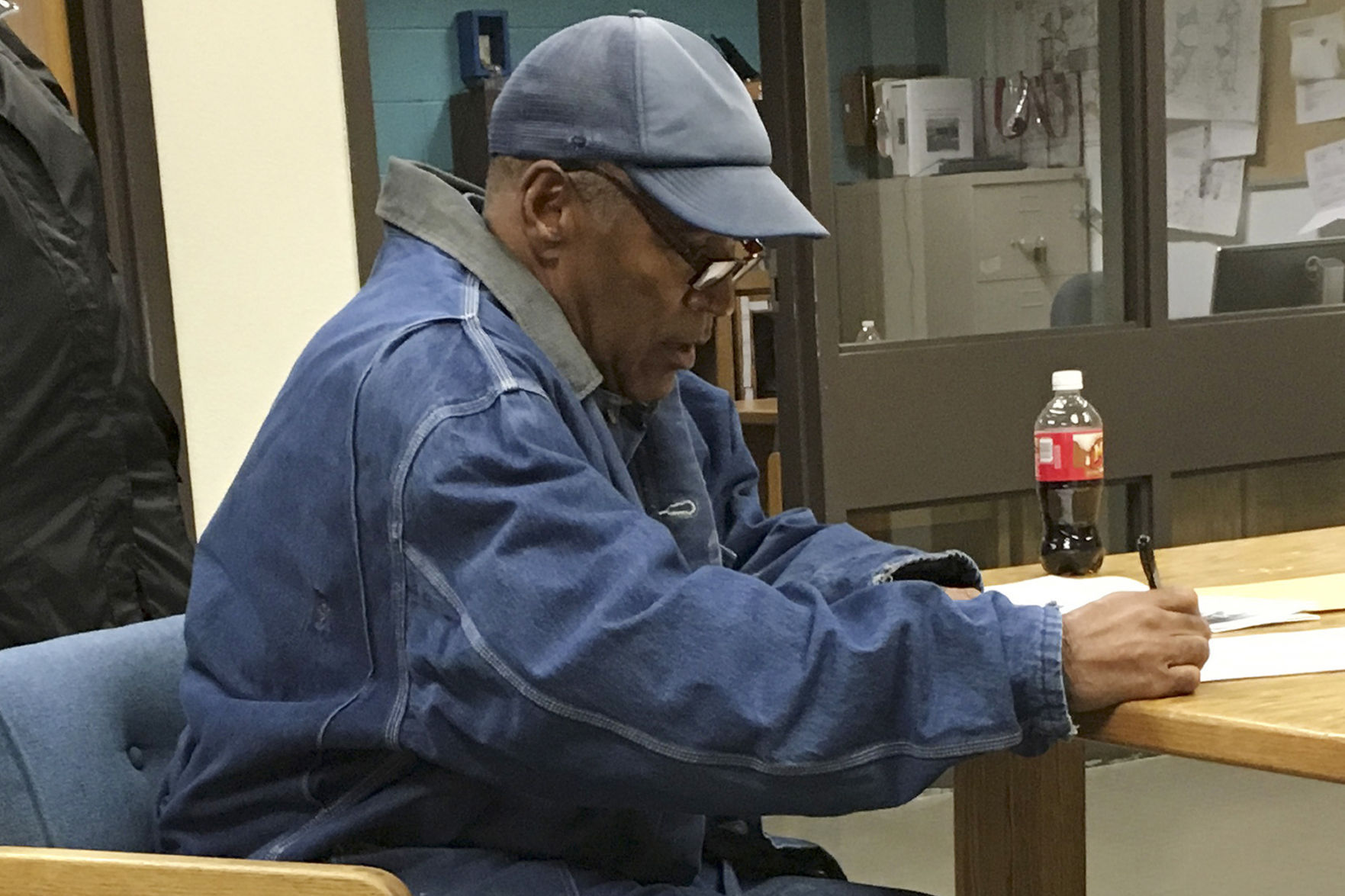 Former football player OJ Simpson released from prison
