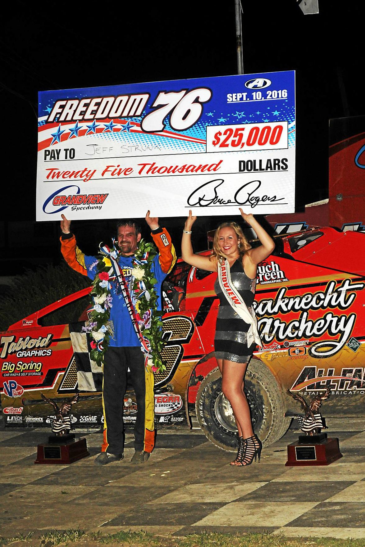 Strunk steals show for sixth Freedom 76 victory at Grandview