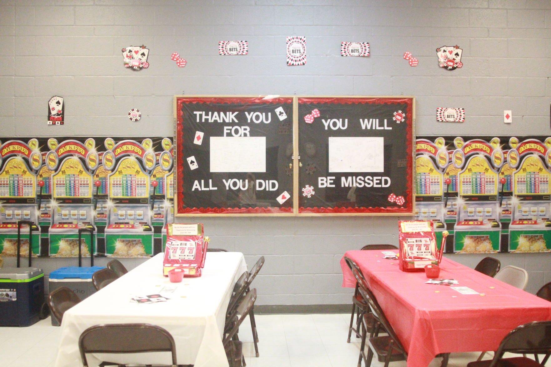 Picacho school dedicates wing to retiring teacher