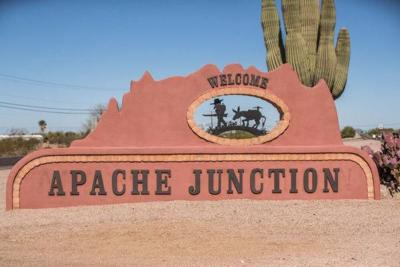 Apache Junction Sign