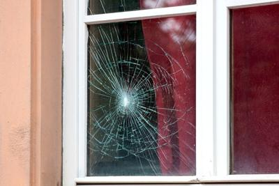 Cracked,Window,In,The,Old,House