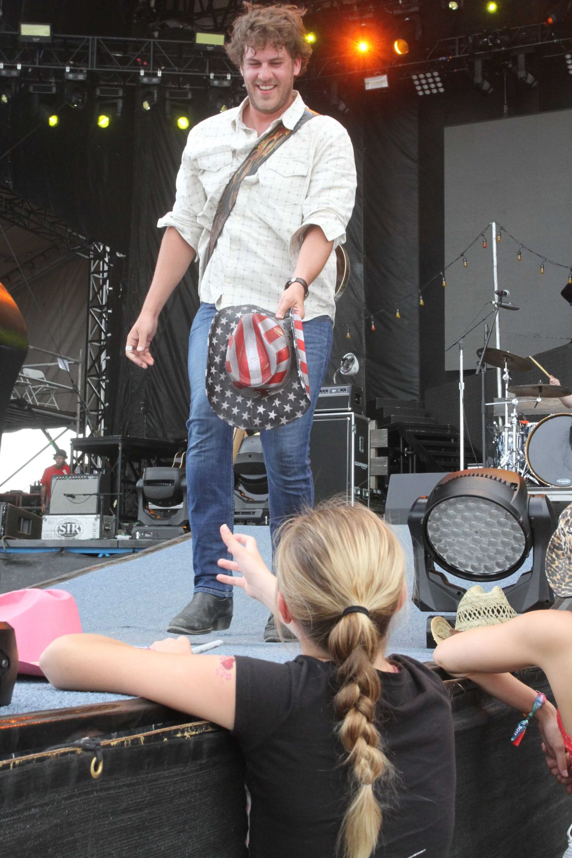 Country Thunder Day 2 Artist performances energize growing au nce