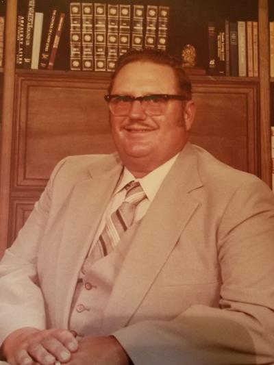 Lester Willie Holub