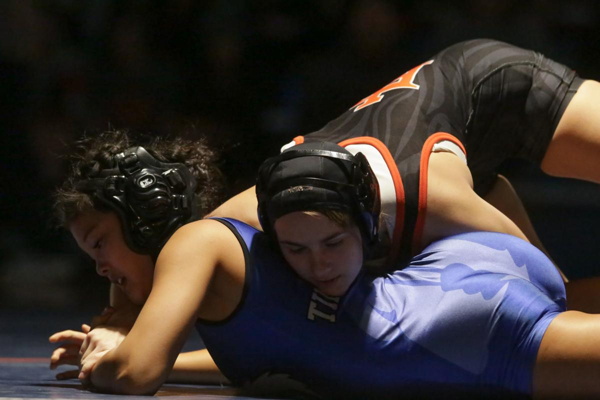 Sports Notebook: Wrestling awards announced; golf tournament set
